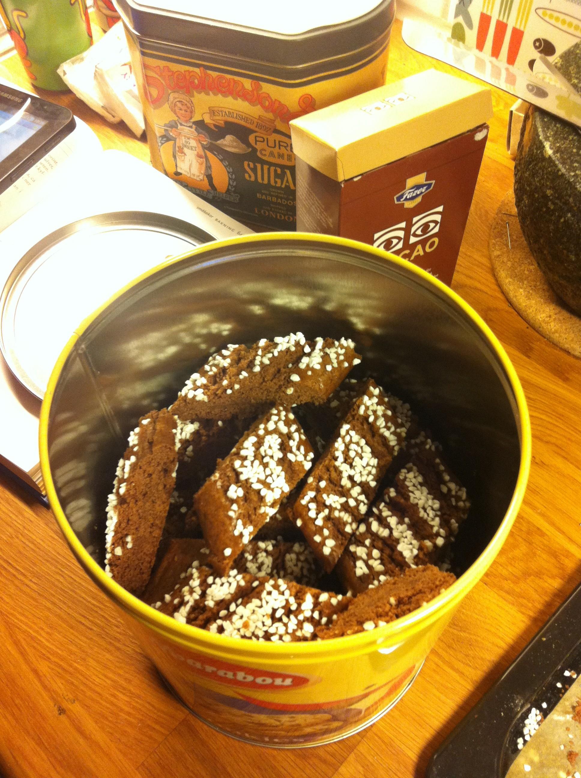 Farmor Seijas goda chokladkakor i burk.