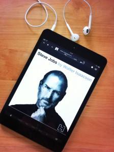 Steve Jobs biografi som ljudbok på en iPad mini