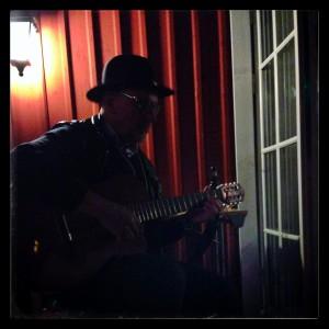 Jonas Söderström spelar musik i #sswc-natten