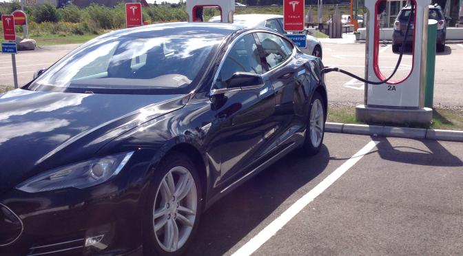 Tesla på laddning
