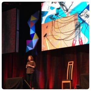Ellen Sundh berättar att alla kan lära sig elektronik. Det behöver inte göras i skolan.