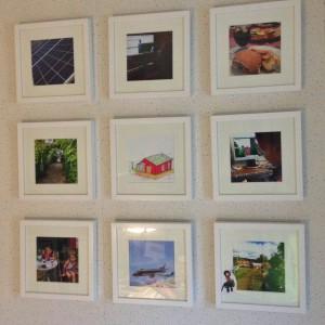 Målbildstavlor på köksväggen