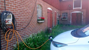 Öppet hus i Sundhult 2016 - Nisse laddar elbil