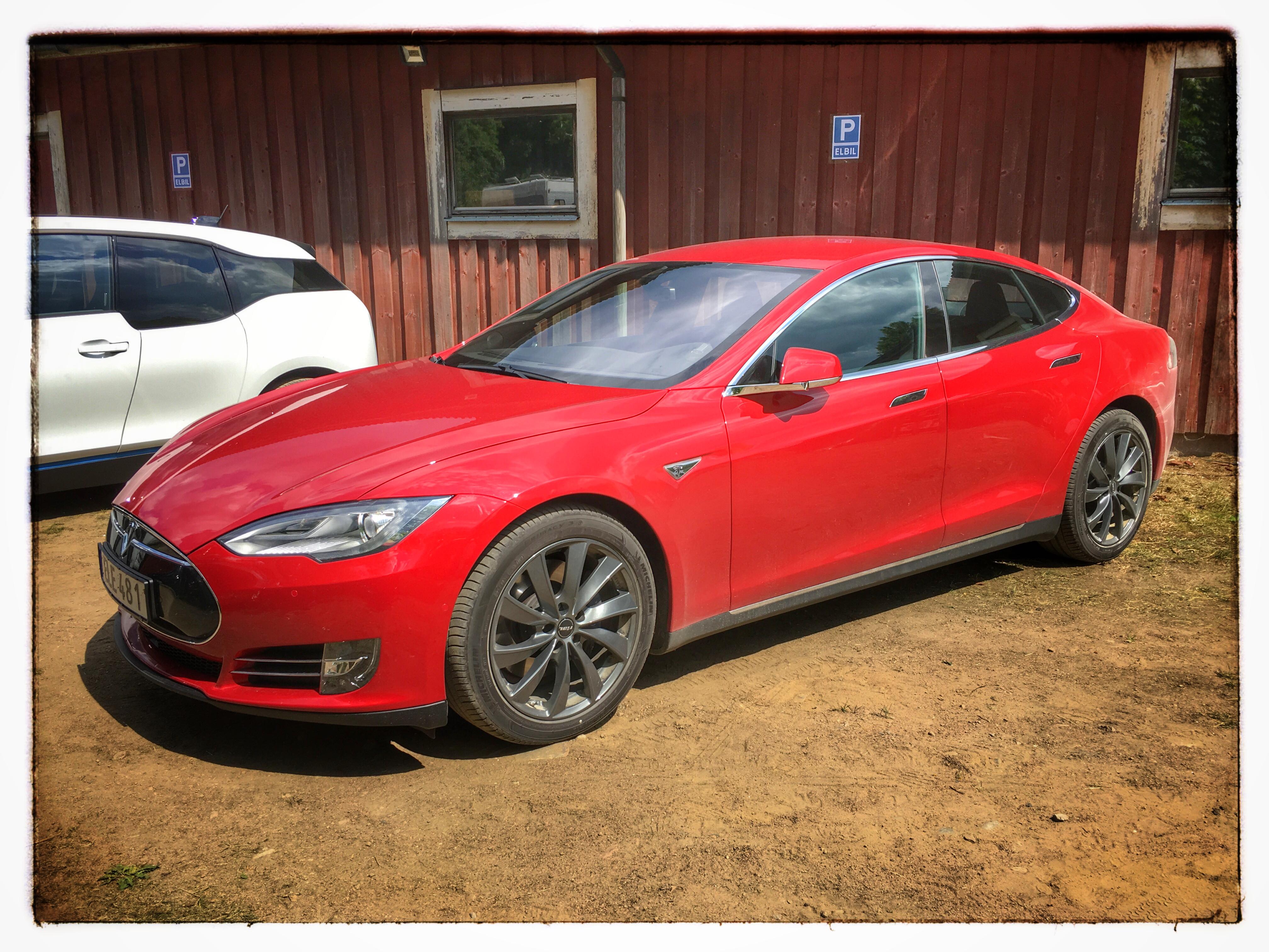 Öppet hus i Sundhult 2016 - Tesla S85D