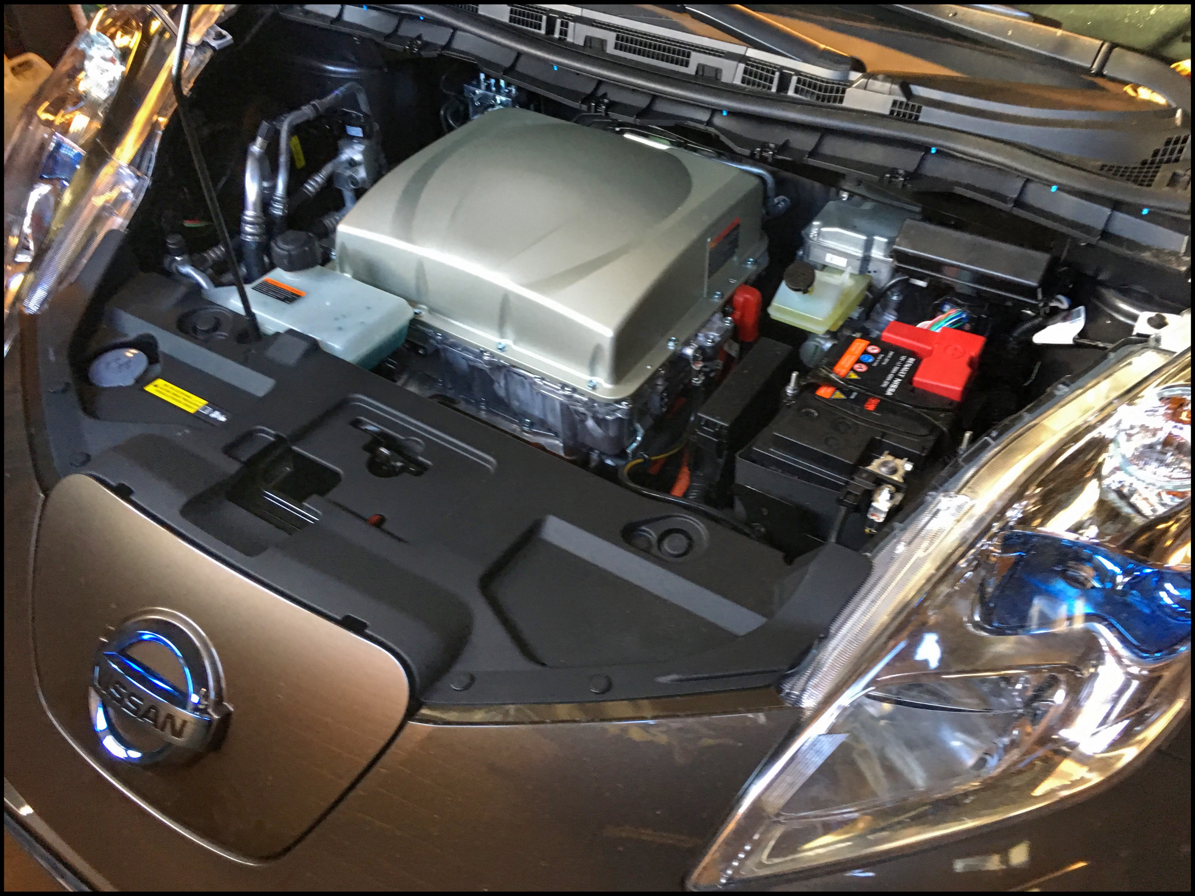 Under motorhuven på en Nissan Leaf 30 kWh Tekna
