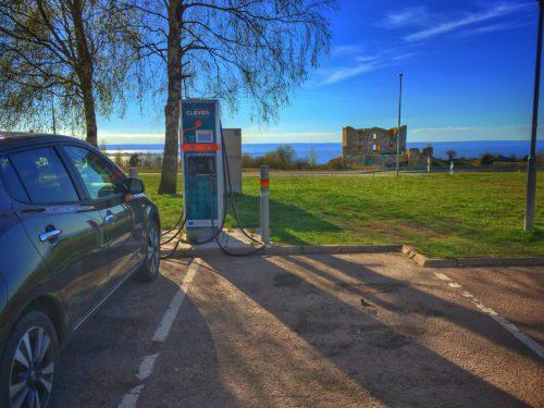 Elbil - Laddar vår Nissan Leaf vid Brahehus