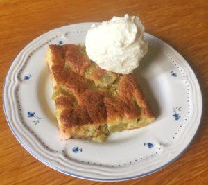 Glutenfri rabarberkaka med smak av fläder