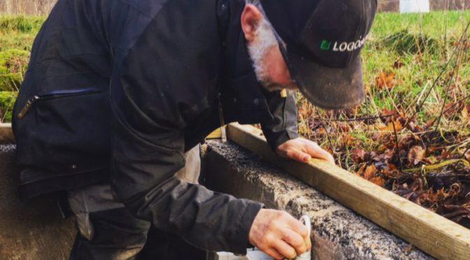 Jerry ordnar med elen till uppvärmda vattenkoppar