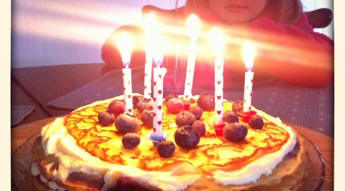 Dags att njuta av pannkakstårta och marängtårta