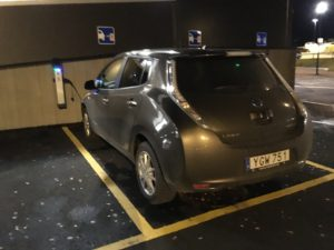 Nissan Leaf 30 kWh Tekna - Första laddningen på publik laddstatotion