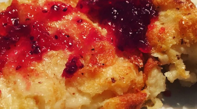 Rotselleripannkaka med tranbärssylt