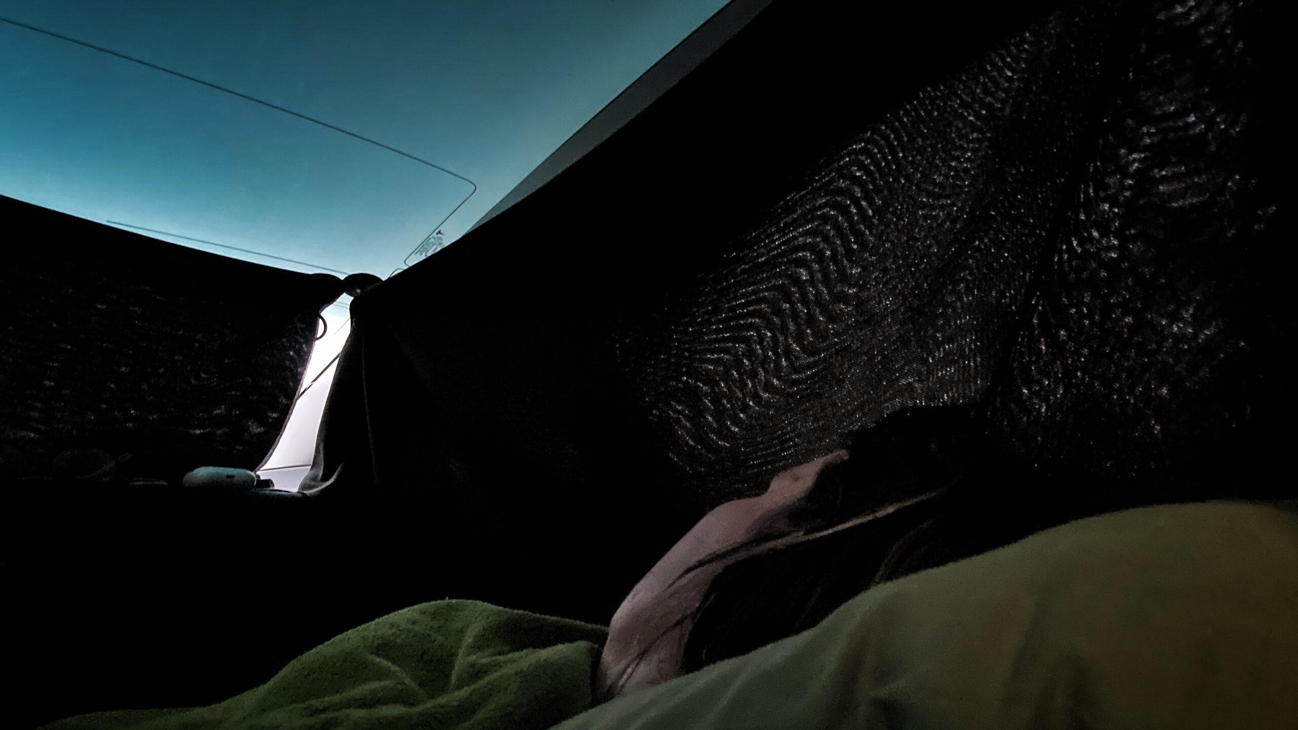 Gardiner runt fönstren på Tesla Model 3