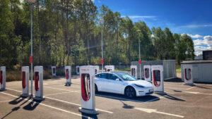 Var Tesla model 3 LR AWD laddar för hemresan vid Grums