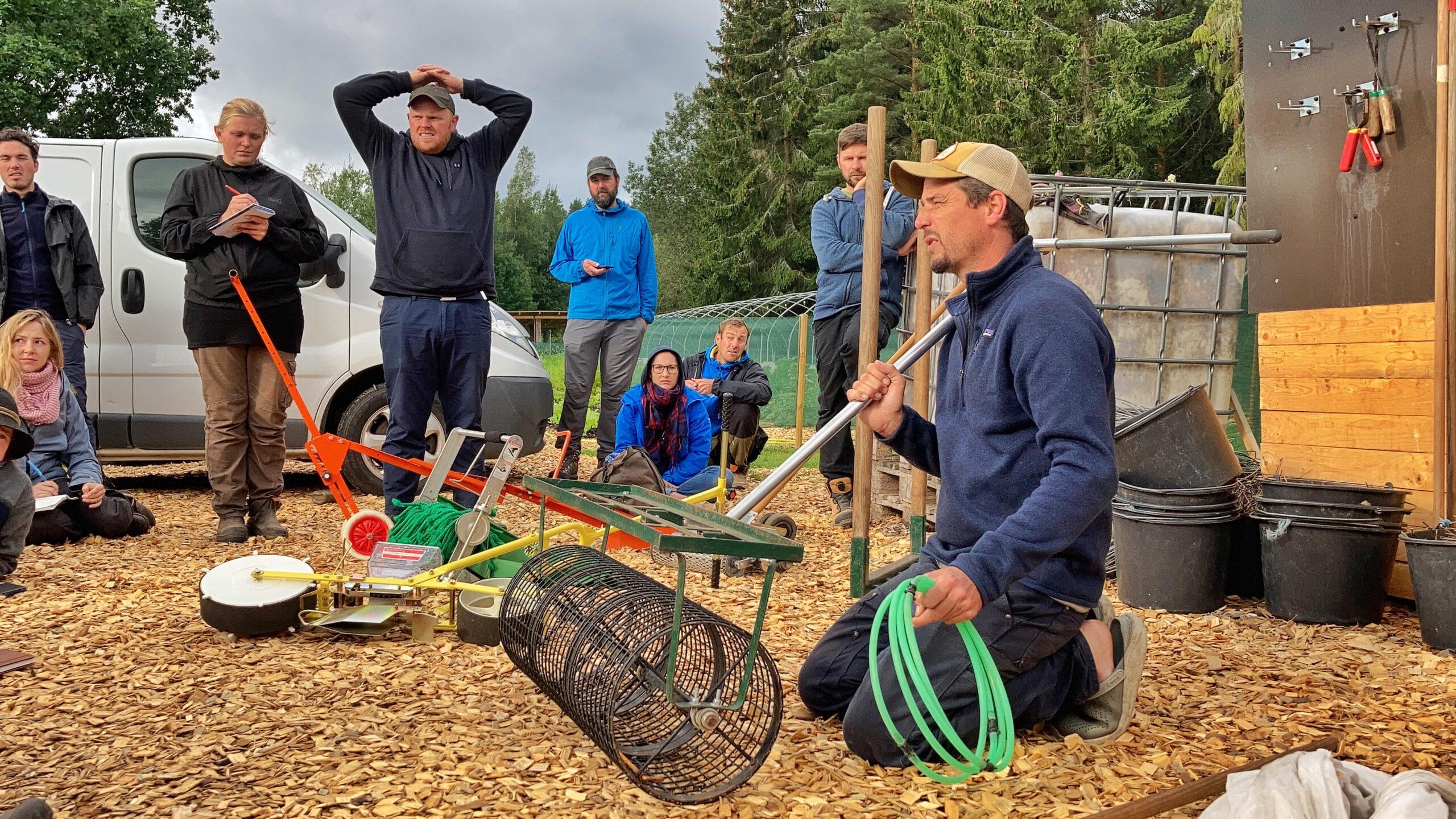 Richard Perkins förvisar redskap för grävningsfria odlingsbäddar