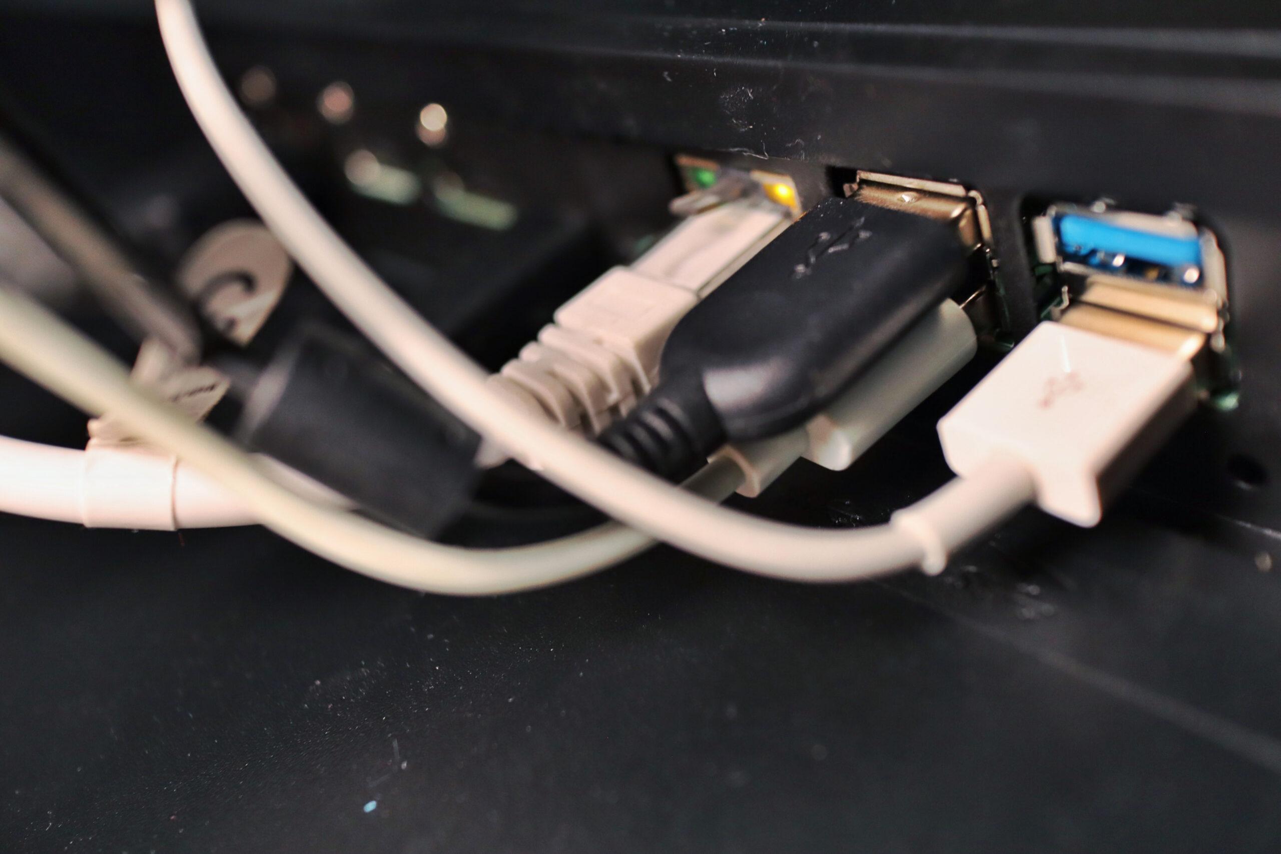 Philips 328P6VU med USB hub och nätverksuttag